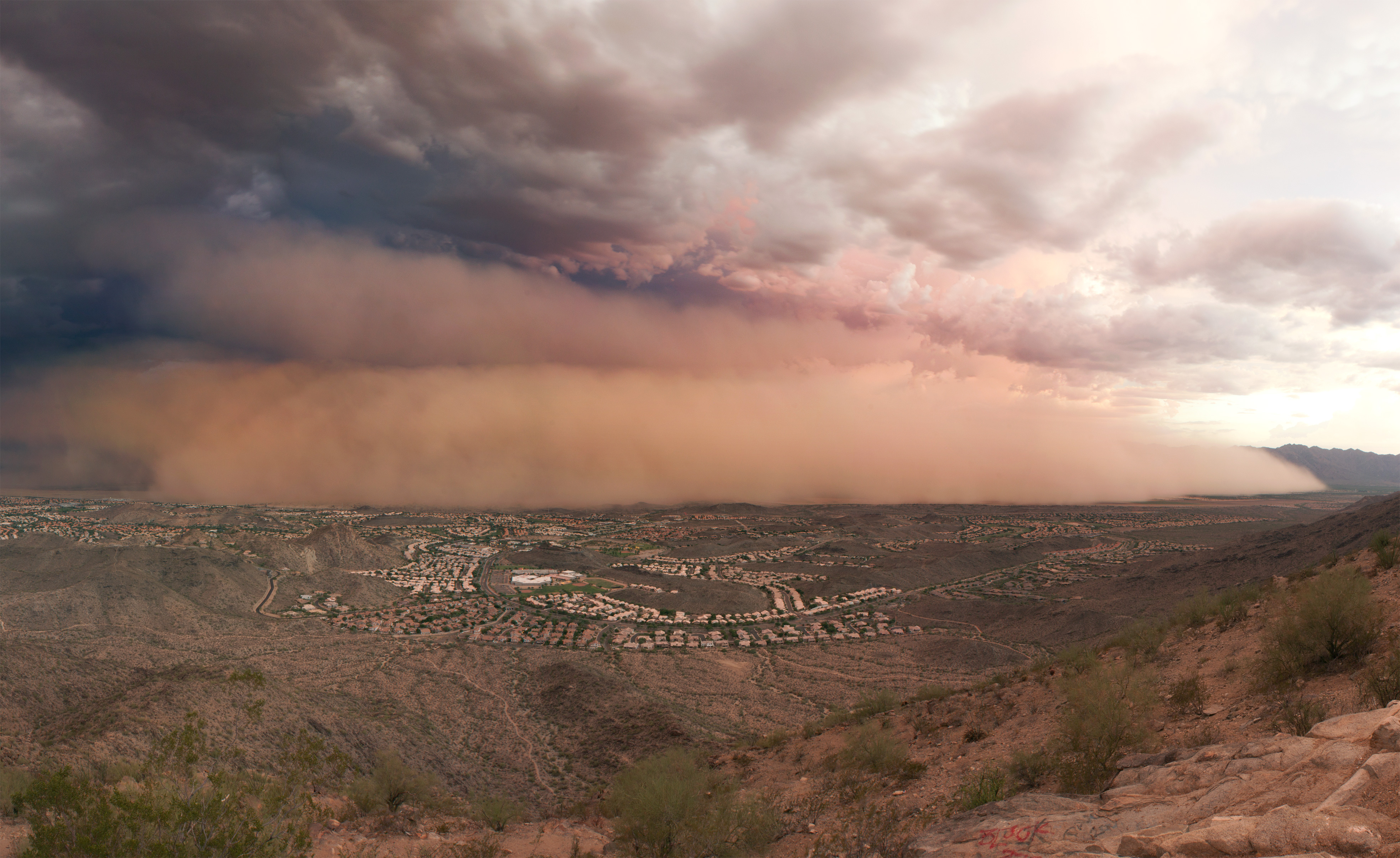 Duststorm. Credit: Alan Stark (CC BY-SA 2.0) https://www.flickr.com/photos/squeaks2569/5999217357