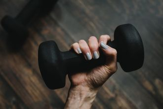 New research from Edith Cowan University (ECU) has revealed that training one arm can improve strength and decrease muscle loss in the other arm – without even moving it. The findings could help to address the muscle wastage and loss of strength often experienced in an immobilised arm, such as after injury, by using eccentric exercise on the opposing arm.