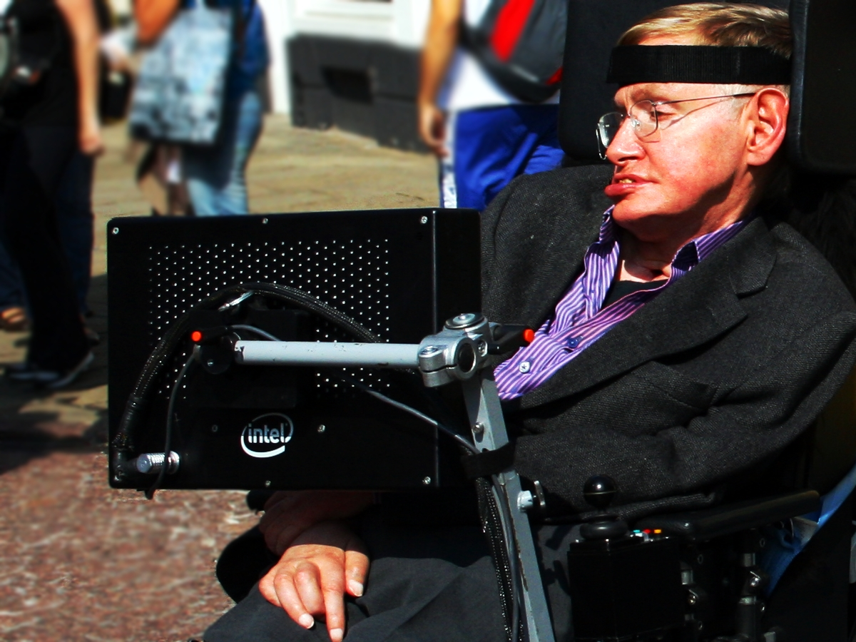 Stephen_Hawking_in_Cambridge By Doug Wheller cc 2.0, via Wikimedia Commons