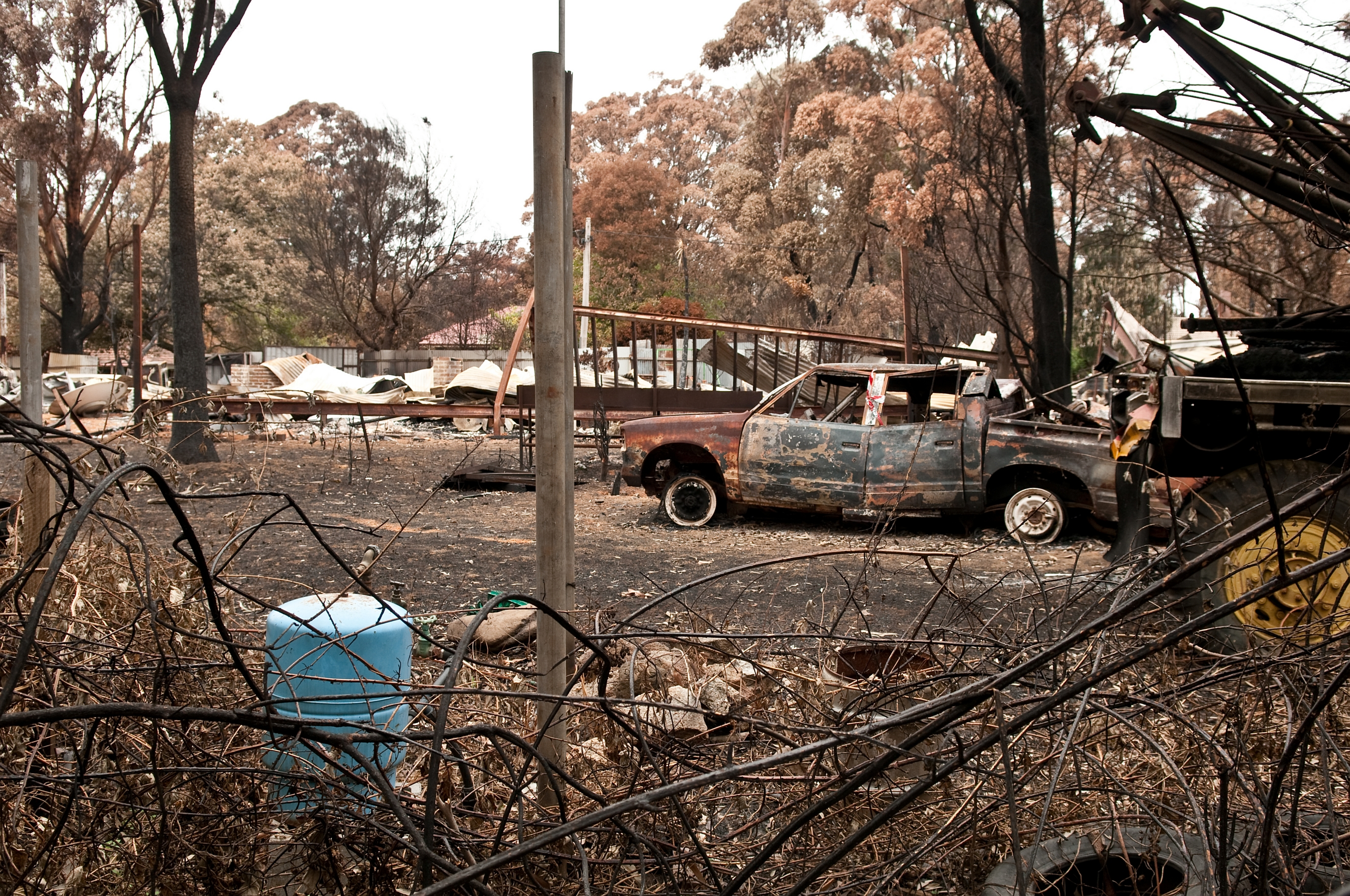 CSIRO_ScienceImage_10636_A_destroyed_property_at_Kinglake_after_the_Black_Saturday_bushfires