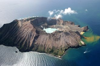 Tourists were present on White Island when its volcano erupted at 2.11pm Monday 9 December. Australians are believed to be among the dead and injured. A report from GeoNet duty volcanologist Geoff Kilgour states the short-lived eruption generated an ash plume to ~12,000ft above the vent.
