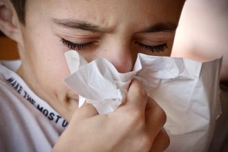 Griffith University research indicates that patients suffering from allergic rhinitis, otherwise known as hay fever, can specifically benefit from probiotic supplements. In a study funded by Winclove Probiotics, Griffith's research team at the Menzies Health Institute QLD found eight weeks of supplementation with a specific multi-species probiotic reduced symptoms of allergic rhinitis and medication use.