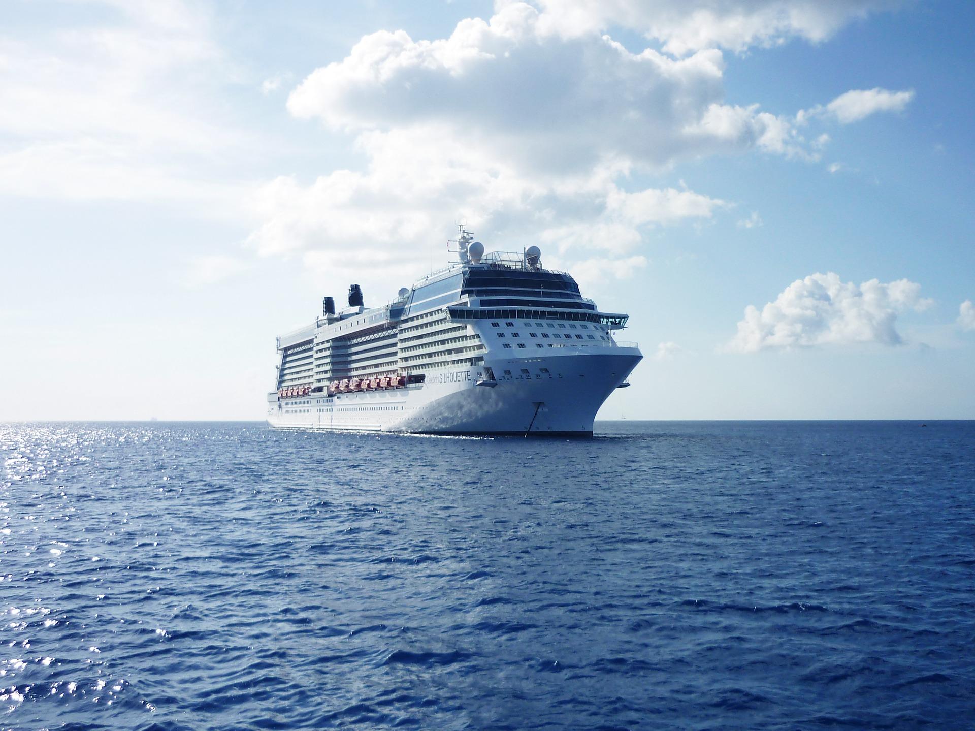 cruise-ship-788369_1920.jpg