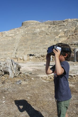 Student at Nea Paphos views the VR recreation